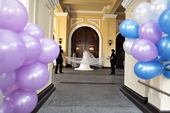 Bride enters Sanctuario de San Antonio.